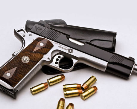 Three arrested with a pistol from Gongabu