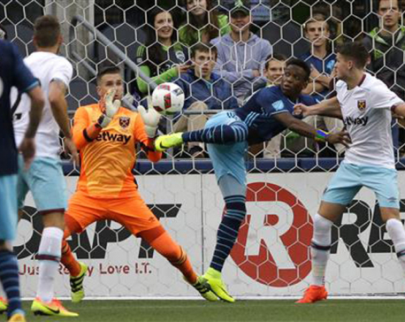 Morris' 2 goals lead Sounders past West Ham United 3-0