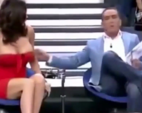 Spanish TV host exposes guest's breast on live show (video)