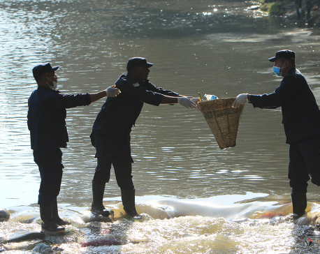 18 metric tons of waste extracted from major rivers in Valley