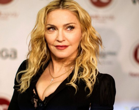 Madonna promises oral sex to Clinton voters