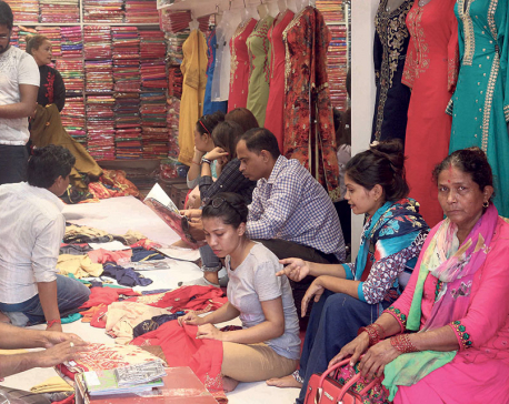 Nepalis thronging Indian border markets for Dashain shopping