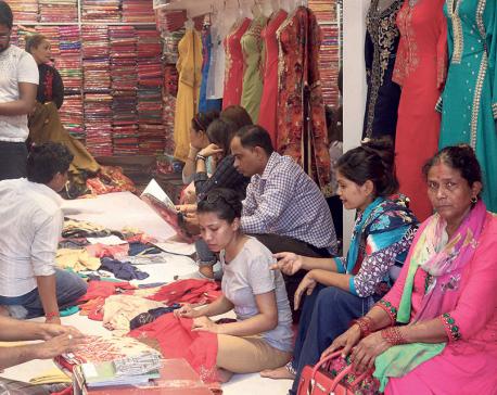 Nepalis thronging Indian border markets for Dashain shopping