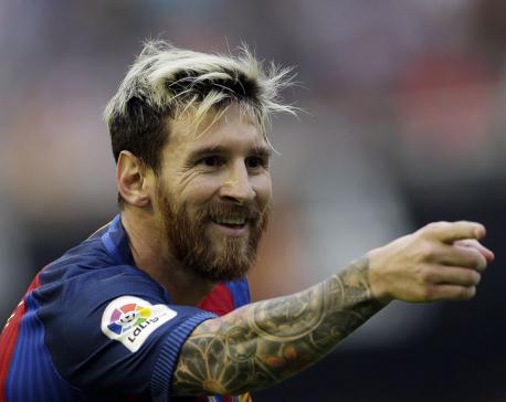 Iniesta injured, Messi scores 2 as Barca beats Valencia 3-2