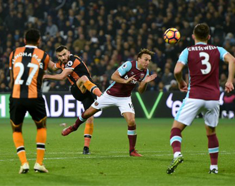 Ibrahimovic, Costa light up misty day in EPL