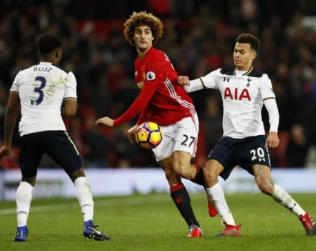 Mourinho backs Fellaini despite frosty reception from fans