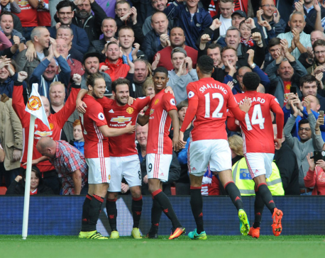 After dropping Rooney, United beats Leicester 4-1 in EPL