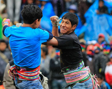 Peruvians duke it out in traditional Christmas fighting festival