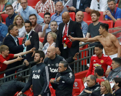 Sanchez inspires Man Utd comeback win over Spurs in Cup semi