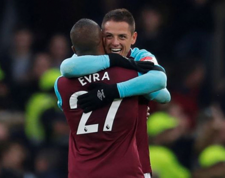 Hernandez earns West Ham a valuable point at Chelsea