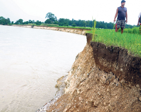 With no embankments, Rapti River makes more people homeless