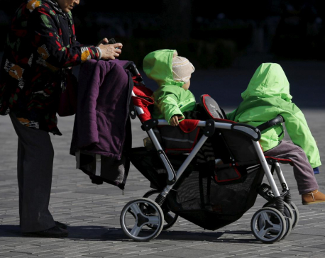 China paves way to end family planning policy