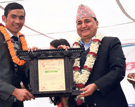 KMC felicitates Budhathoki with Metropolitan Good Governance Journalism Award