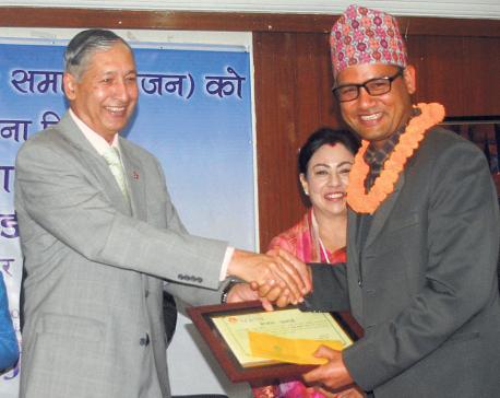 Nagarik jurno Khadka bags SEJON award