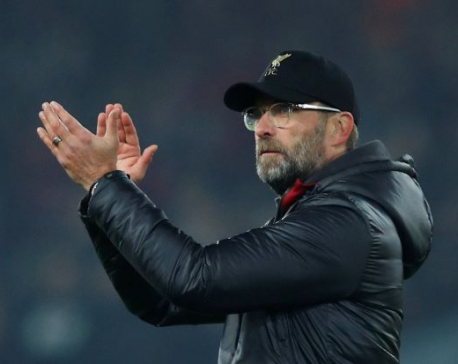 Klopp plays down six-point lead for title-chasing Reds