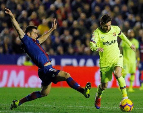 Messi hat-trick adorns Barca's 5-0 romp at Levante