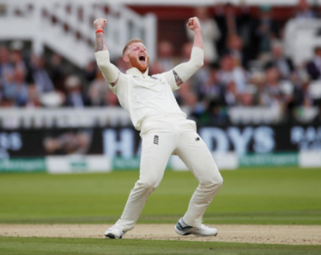 England pick up crucial wickets before lunch