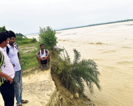Dozens of settlements under risk of floods