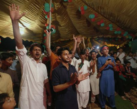 Pakistan cricket star Imran Khan leads amid slow vote count