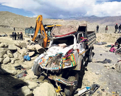 19 construction workers, driver killed in Mustang tipper accident