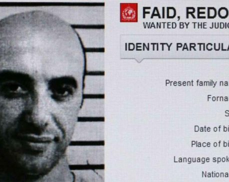 Notorious gangster escapes Paris prison by helicopter