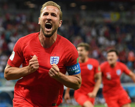 Kane scores in injury time as England beat Tunisia