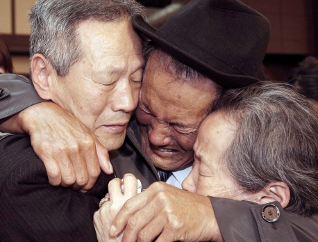 2 Koreas meet to arrange reunions of war-split families