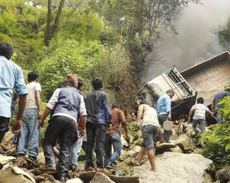 1 died, 6 injured in Kavre mini-truck mishap