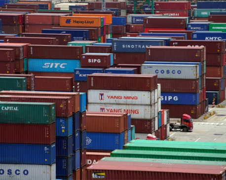 U.S. ramps up trade row with China, threatens new tariffs