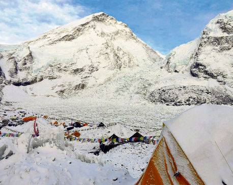 Everest climbers start heading for base camp