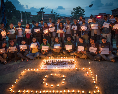 Candles lit to pay tribute to journalists killed in Kabul attack (With photos)