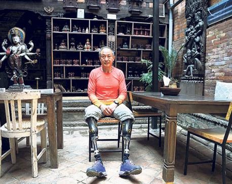 Double amputee Xia Boyu finally climbs Everest