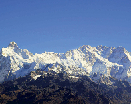 Fear of avalanche forces mountaineers to retreat