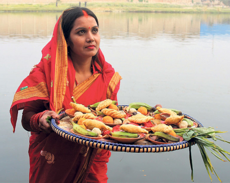 Devotees make offerings to Sun God during Chhath
