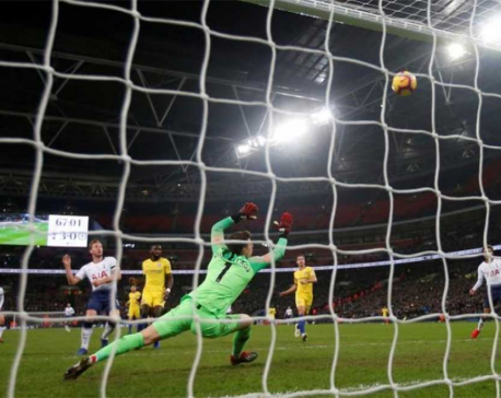 Spurs end Chelsea run as Man City, Liverpool forge on