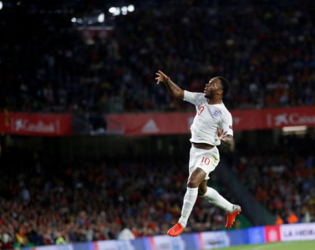 'Lazy' midfield, 'suicidal' defence, Spain stung by England loss