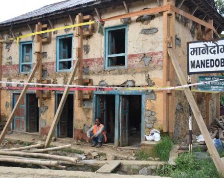 Quake-resistant mud-stone houses with retrofitting