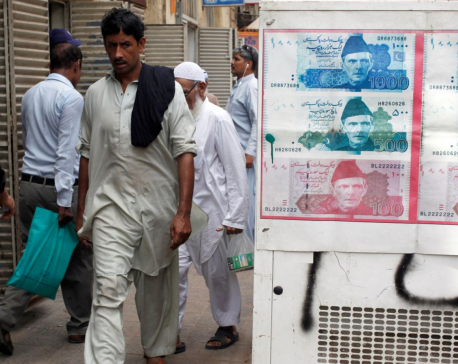 Pakistan's currency plunges against U.S. Dollar as it seeks IMF bailout