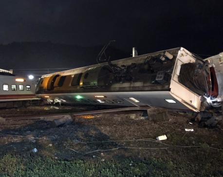 Taiwan train derails, killing 22 and injuring 171