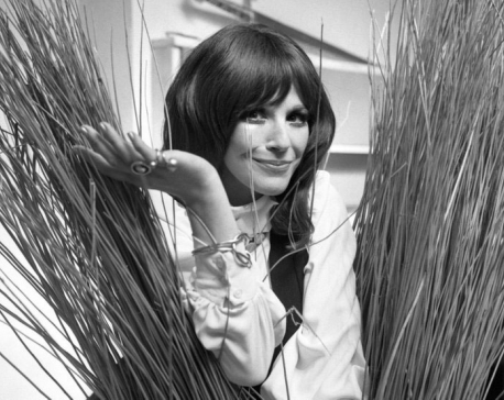 Fenella Fielding, star of 'Carry On' comedies, dies at 90