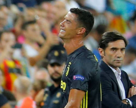 Ronaldo sees red as Juventus beat Valencia