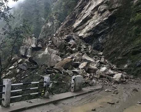 Landslides obstruct Dhunche-Syafrubesi road