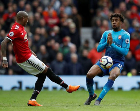 Late Fellaini header condemns Wenger to Old Trafford defeat