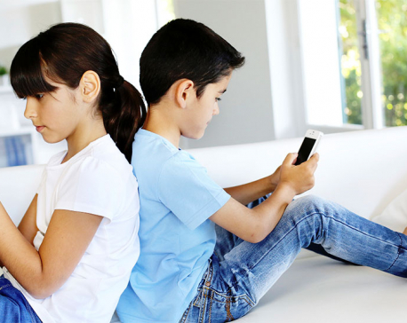 Is your child hooked to mobile? High time to wean off the child from this bad habit