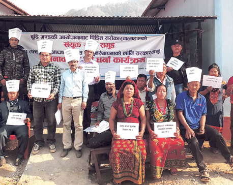 Affected locals organize sit-in at project's site office