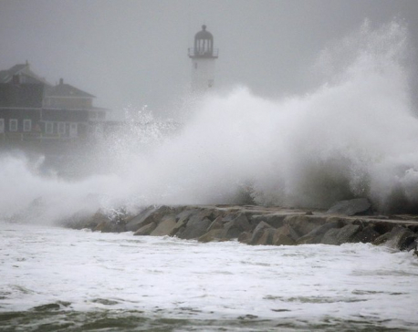 Nor'easter hits East Coast, grounds flights and halts trains