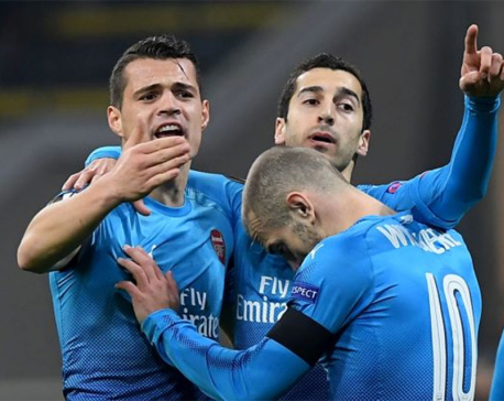Arsenal give Wenger respite, Atletico cruise to victory