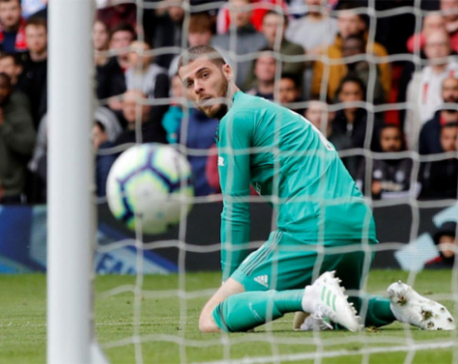 Chelsea draw at United to boost top-four chances after De Gea error