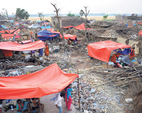 Storm survivors struggle under open sky on empty stomachs