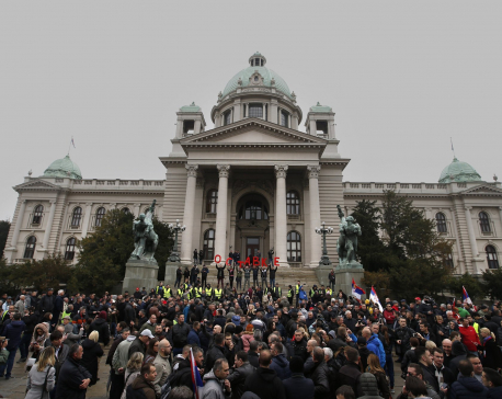 Thousands rally in Serbia against populist leader Vucic